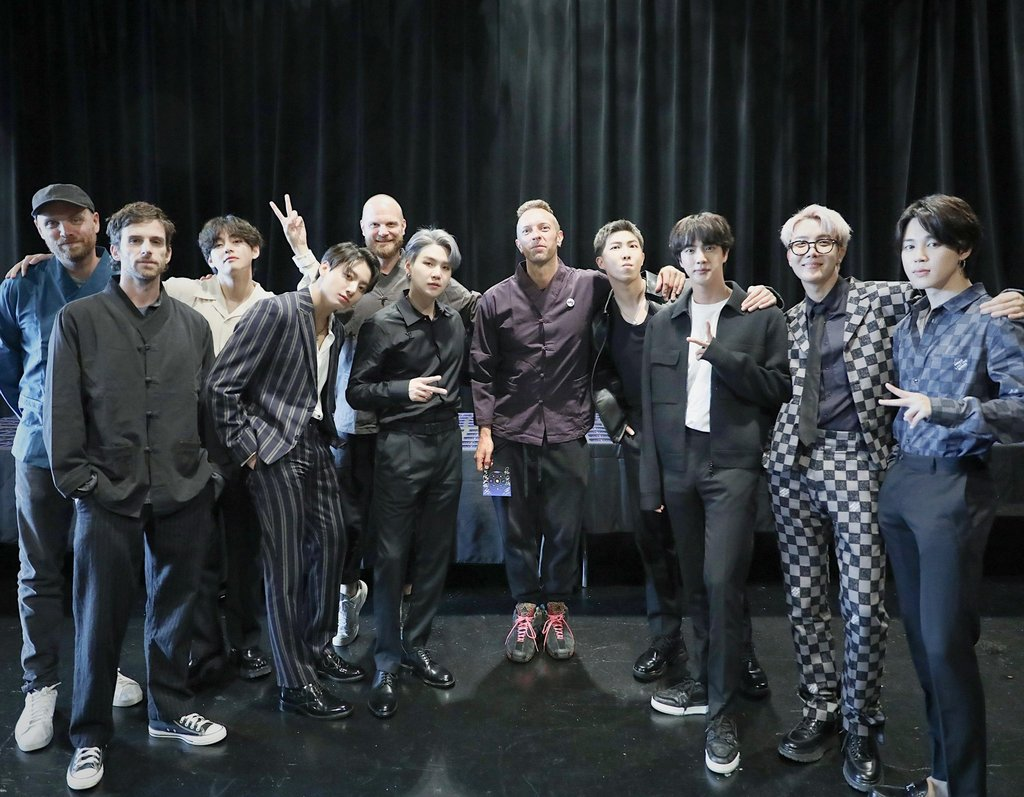 This photo, captured from BTS' Twitter account on Sept. 23, 2021, shows the septet posing with Coldplay members in New York. (PHOTO NOT FOR SALE) (Yonhap)
